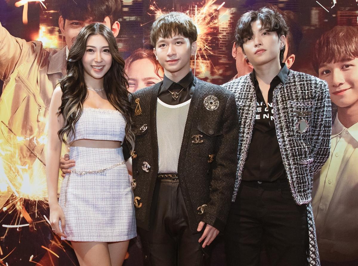 Khổng Tú Quỳnh chúc mừng hai người em thân thiết.