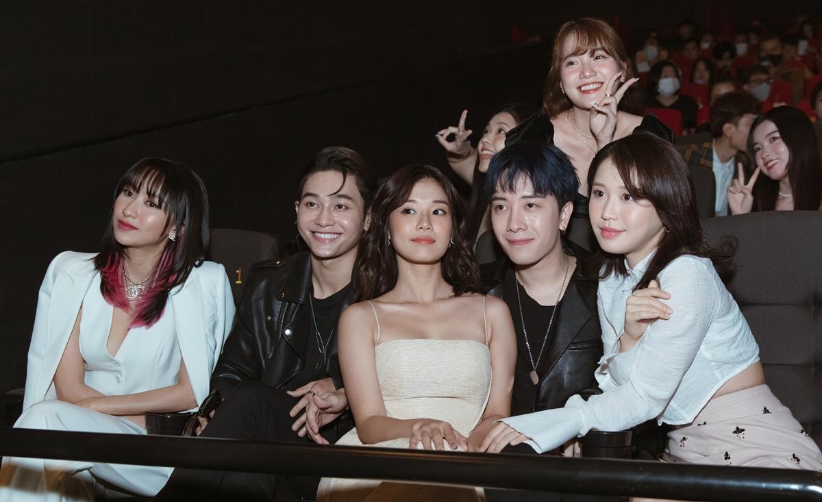 Dàn trai xinh gái đẹp kéo nhau xem web drama đam mỹ Em là chàng trai của anh - 6