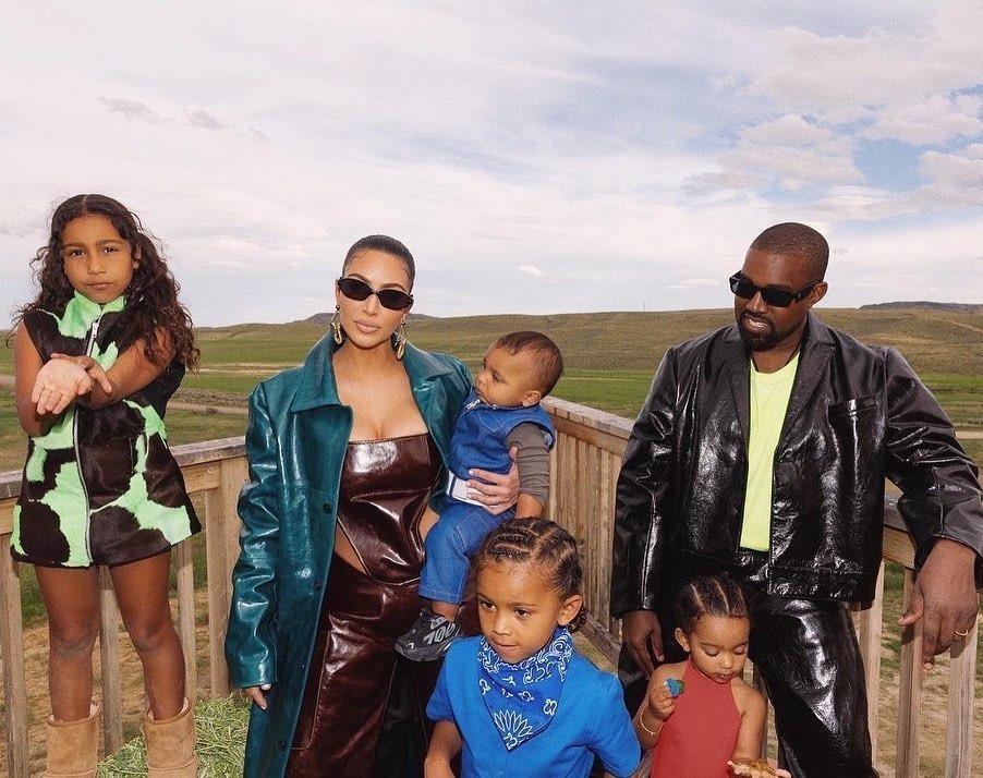 Cặp đôi Kimye và các con.