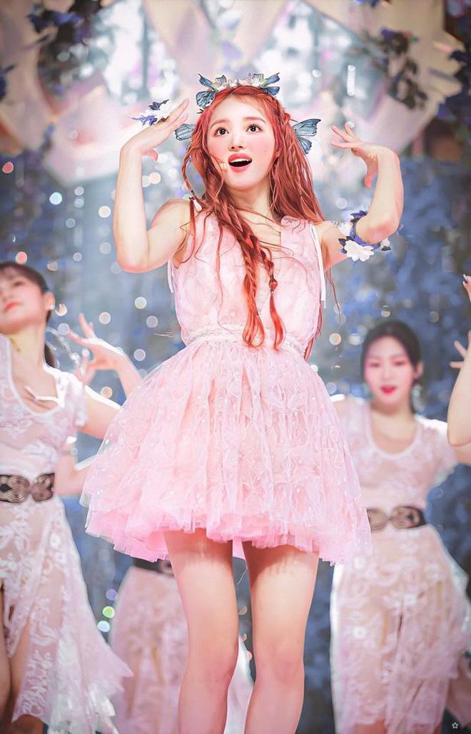 YooA phù hợp với hình tượng bay bổng, lãng mạn của Oh My Girl, cô nàng còn được công nhận là một vũ công giỏi.