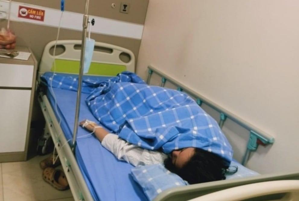 Nữ sinh Đào Thủy Tiên đang nhập viện điều trị.