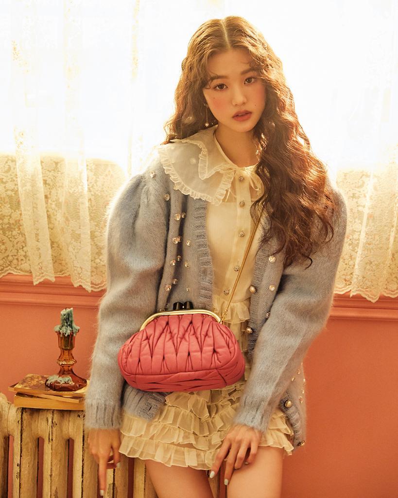 Nếu xét về ngoại hình và sự thu hút, Jang Won Young vẫn là lựa chọn nổi bật trong số các idol gen 4 của khán giả Hàn.
