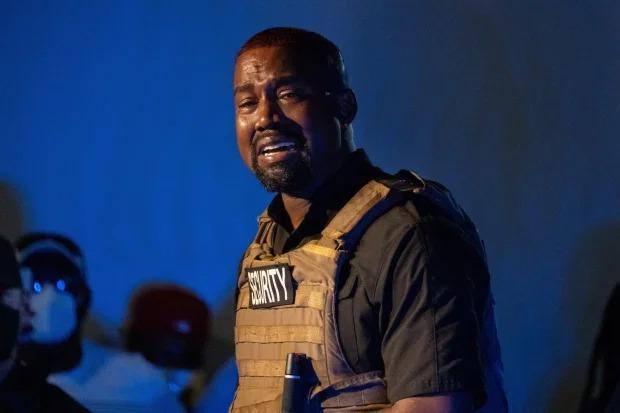 Kanye West mếu máo tiết lộ ý định phá thai. Ảnh: Alamy Live News.