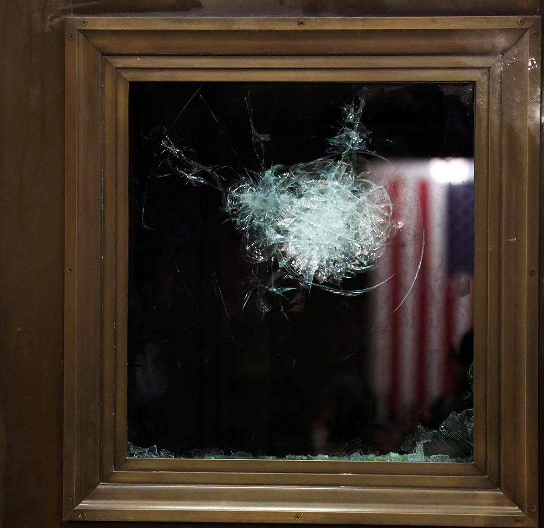 Khung cảnh hậu quả cuộc bạo loạn ở Mỹ  - 6