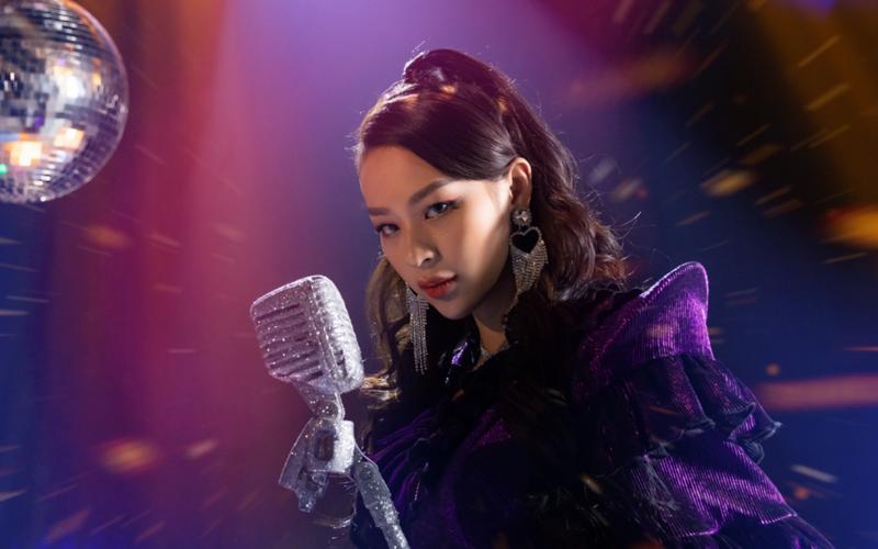 Phí Phương Anh debut làm ca sĩ nhưng bị chỉ trích không biết hát.