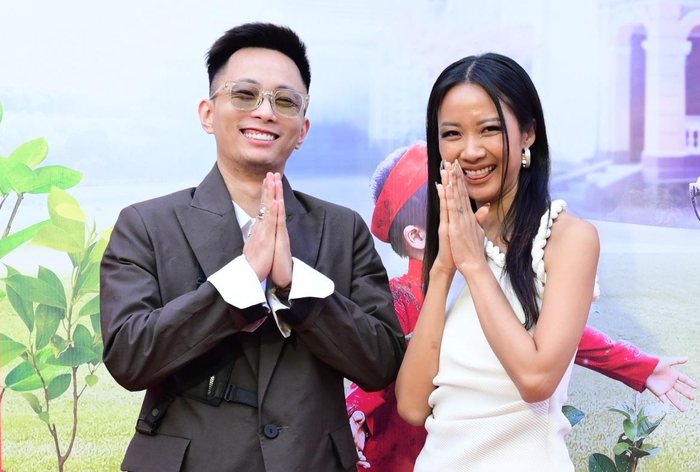 Năm 2002, họ gây ấn tượng bởi phát hành một số MV, đặc biệt gây bão khi làm HLV Rap Việt.