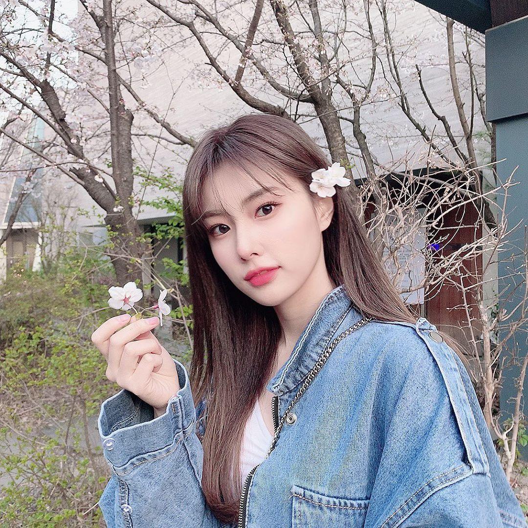 Hye Won mang thần thái của một tiểu thư gia đình giàu có, sang chảnh. Cô nàng sở hữu những đường nét sắc sảo, mắt to tròn, môi mọng gợi cảm.