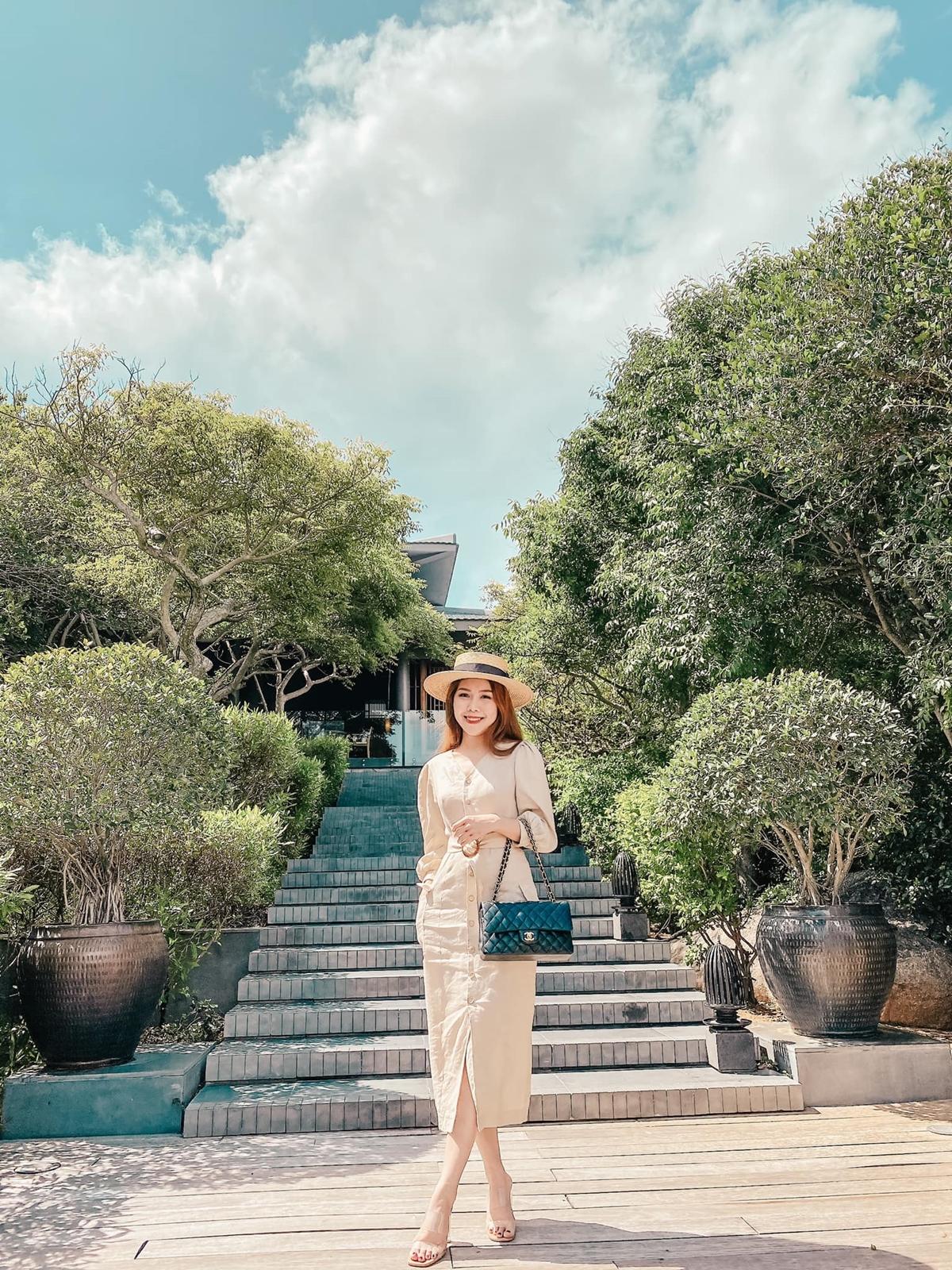 Tuệ Nghi được đánh giá cao phong cách thời trang, với hàng nghìn lượt thích mỗi khi đăng ảnh Facebook.