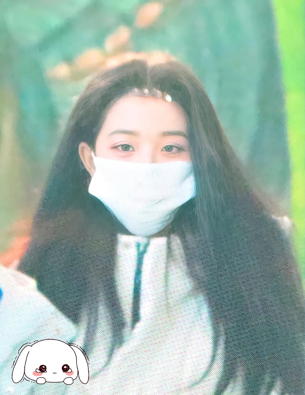 Sáng sớm 9/1, IZONE xuất hiện trên đường ghi hình Music Core.