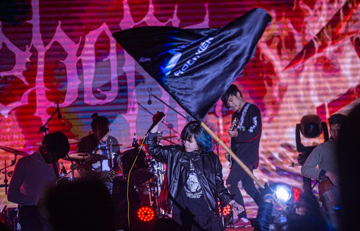 Cũng theo đuổi dòng melodic death metal rock, Reborn là band nhạc được thành lập từ cuối năm 2014 bởi các thành viên trong cộng đồng metal Hà Nội. Ban nhạc này ảnh hưởng từ Arch Enemy, Amon Amarth. Reborn sớm được chú ý trong cộng đồng metal underground bởi giọng scream đầy nội lực của vocalist Nguyên Thảo. Giọng rock nữ duy nhất trong chương trình vừa có sự quyến rũ đầy nữ tính vừa chứa đầy lửa trong giọng hát.