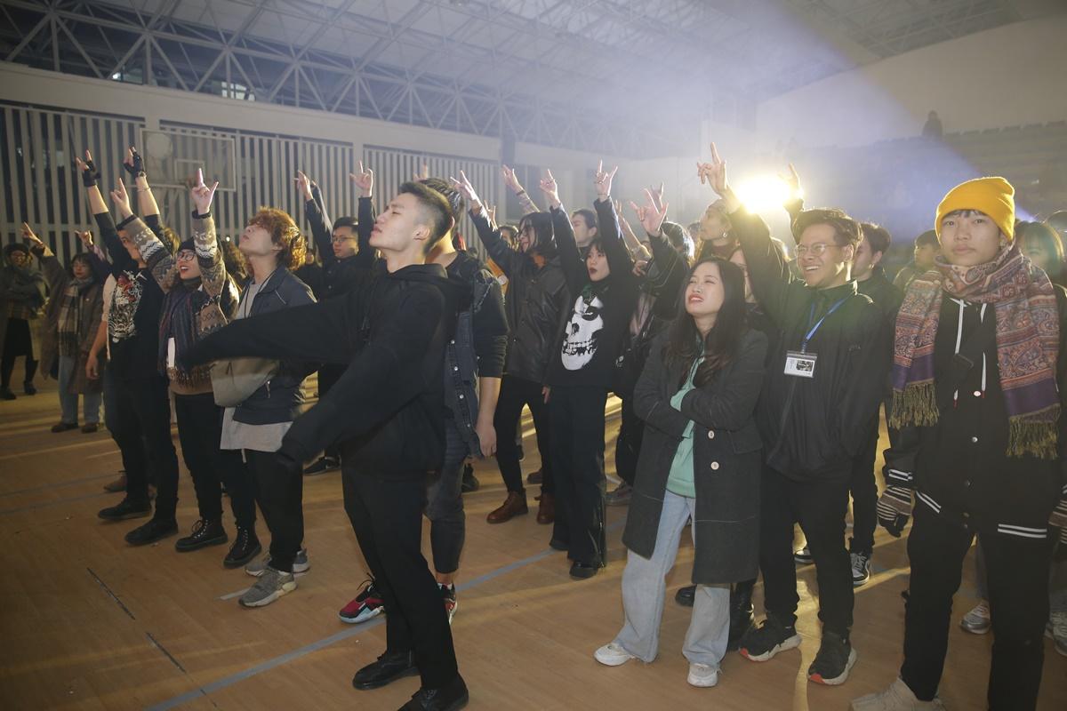 Đây là năm thứ 12 chương trình biểu diễn nhạc rock đặc biệt Rock-fire được hội sinh viên và câu lạc bộ rock Đại học Kiến trúc Hà Nội tổ chức. Theo BTC, X Fire là lời khẳng định Rock Việt chưa bao giờ chết, lửa Rock sẽ không bao giờ lụi tàn.