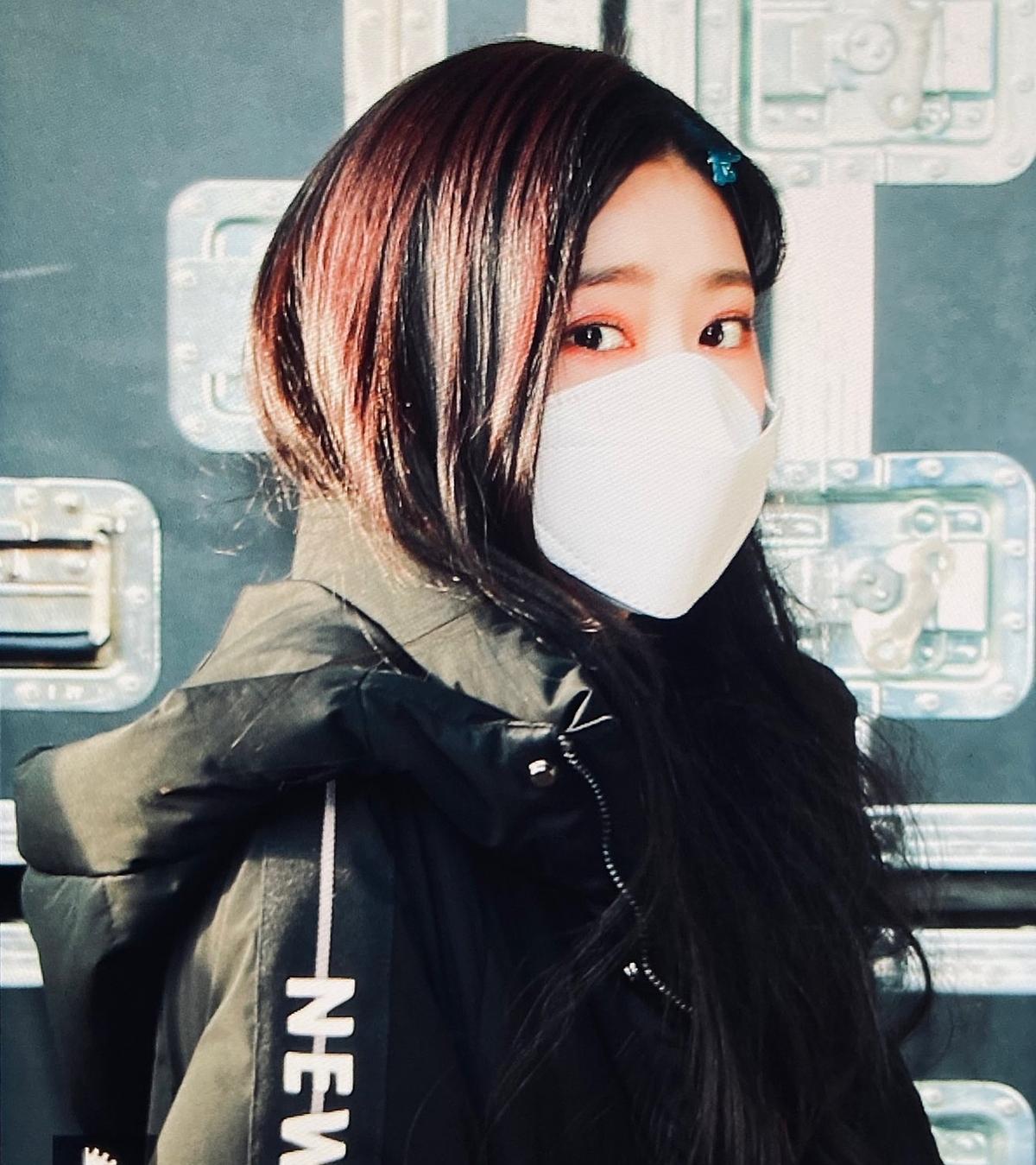 Min Joo được khen xinh đẹp dù chỉ lộ đôi mắt.