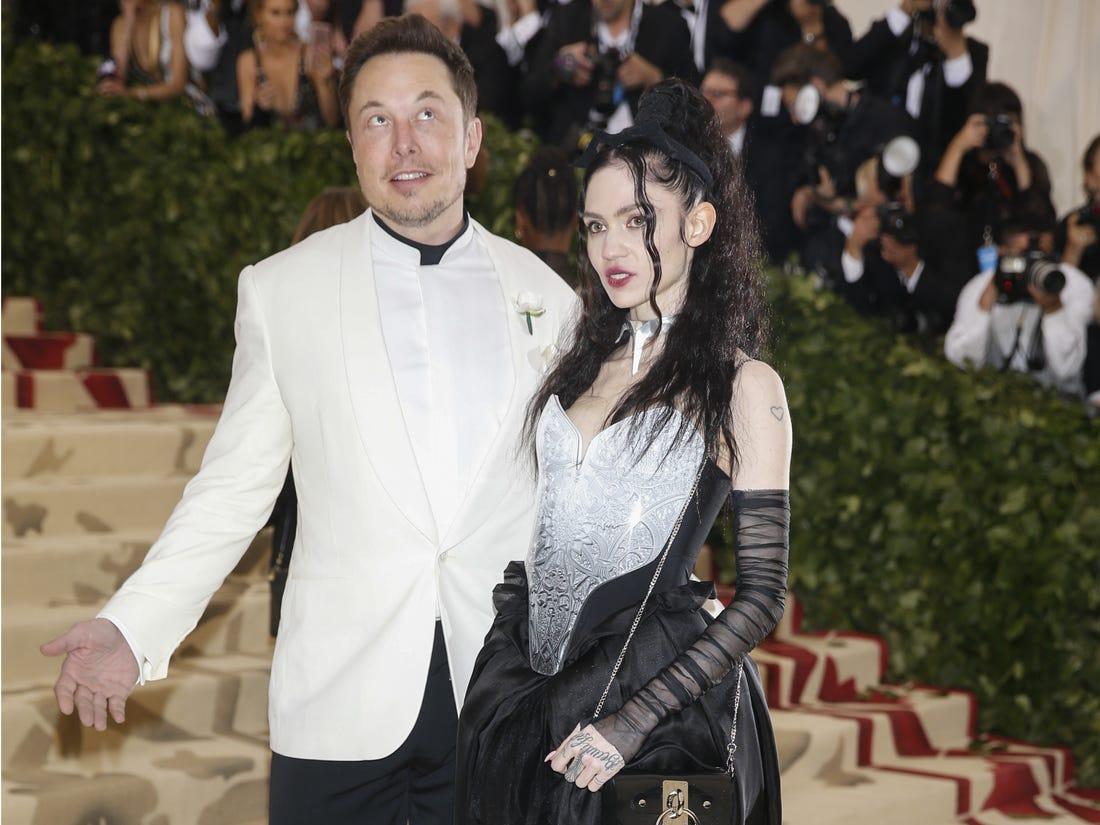 Elon Musk và Grimes.