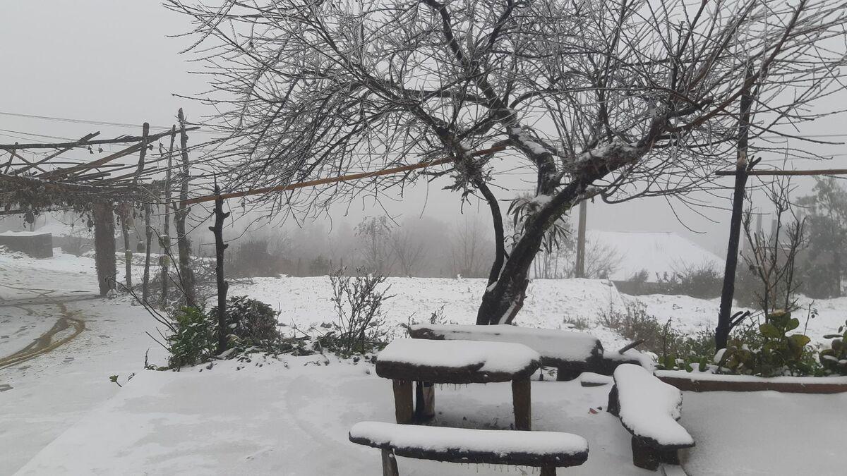 Tuyết phủ trắng Y Tý. Ảnh: Phu Suy Hờ.