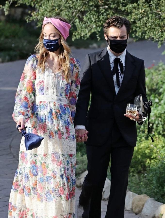 Harry Styles công khai yêu Olivia tại đám cưới một người bạn. Ảnh: Backgrid.