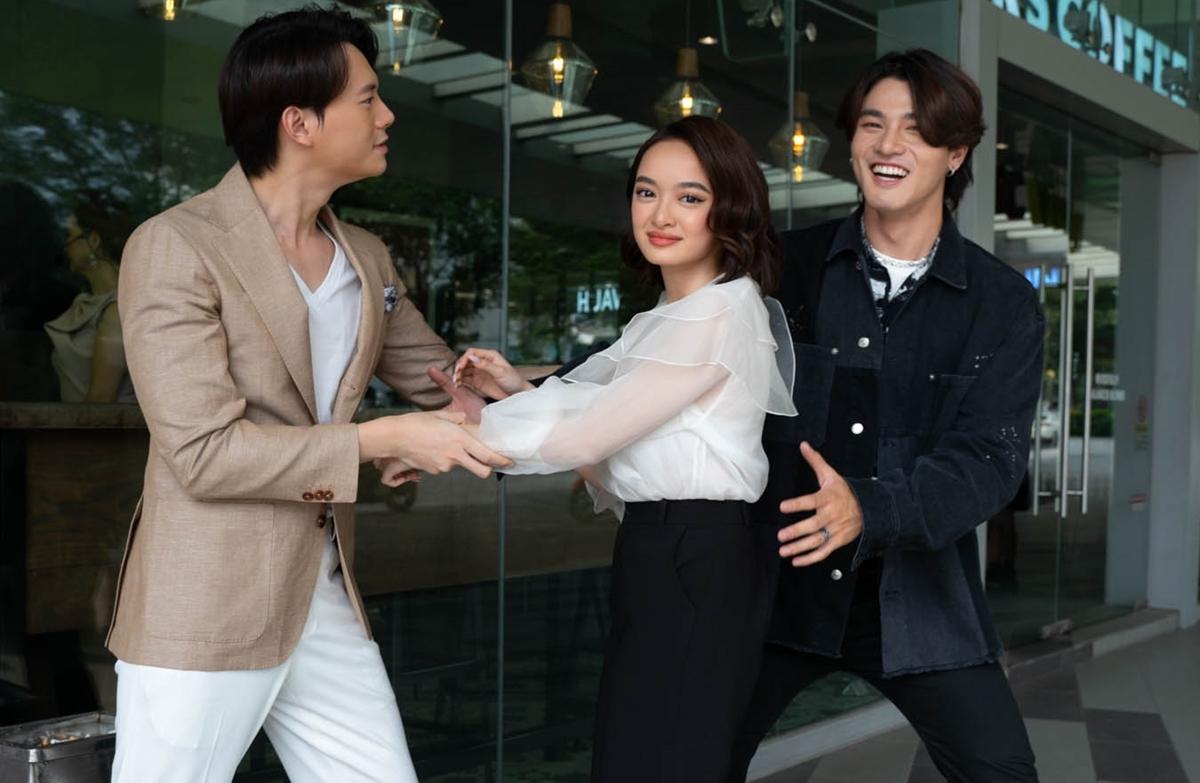 Khoảnh khắc nhắng nhít của bộ ba diễn viên tạo nên không khí vui vẻ.