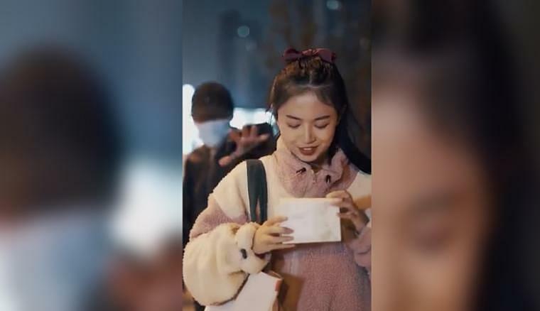 Hình ảnh trong đoạn quảng cáo bông tẩy trang của Trung Quốc bị cắt bỏ vì định kiến giới.