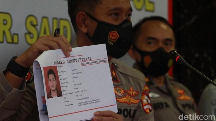 Cảnh sát xác định danh tính nạn nhân đầu tiên, tiếp viên Okky Bisma. Ảnh: Detik,