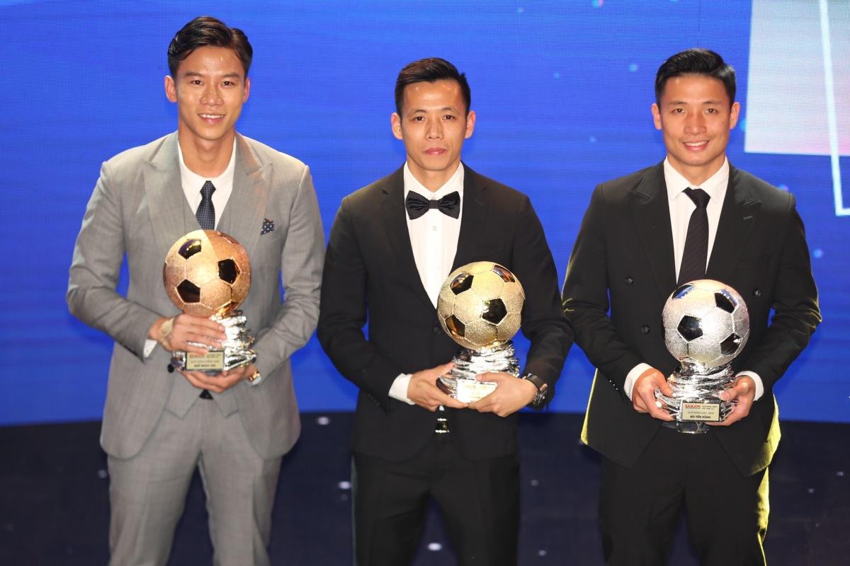 Tiền đạo Văn Quyết trở thành cầu thủ nam xuất sắc, trong lễ trao Quả Bóng Vàng Việt Nam 2020.