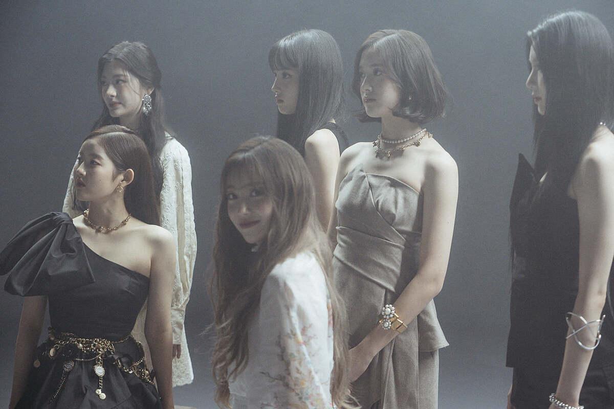 Bức ảnh chụp trong điều kiện thiếu ánh sáng cũng không dìm được nét đẹp như 6 nàng tiên nữ của StayC.