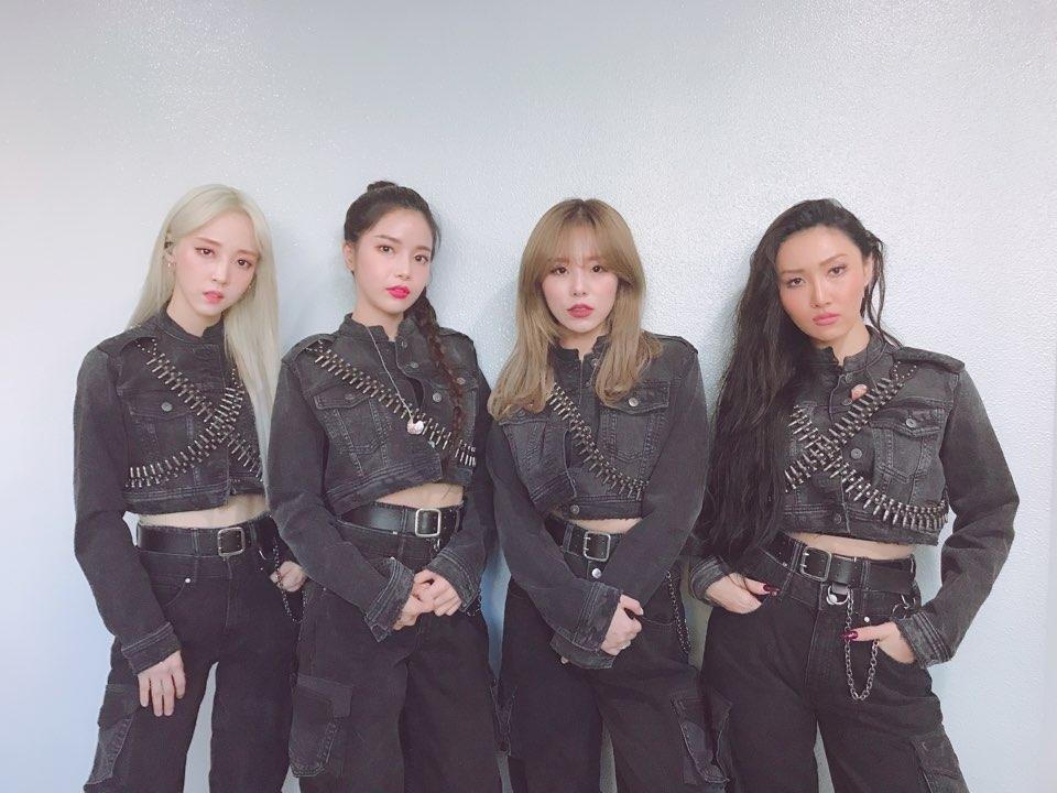 Mamamoo cũng từng lăng xê xu hướng techwear trong đợt quảng bá Gogobebe (tháng 3/2019).