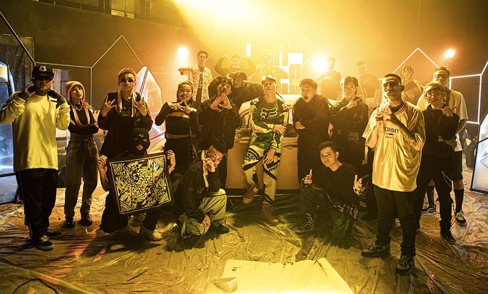 Dàn học trò Rap Việt được Karik mời xuất hiện trong MV.