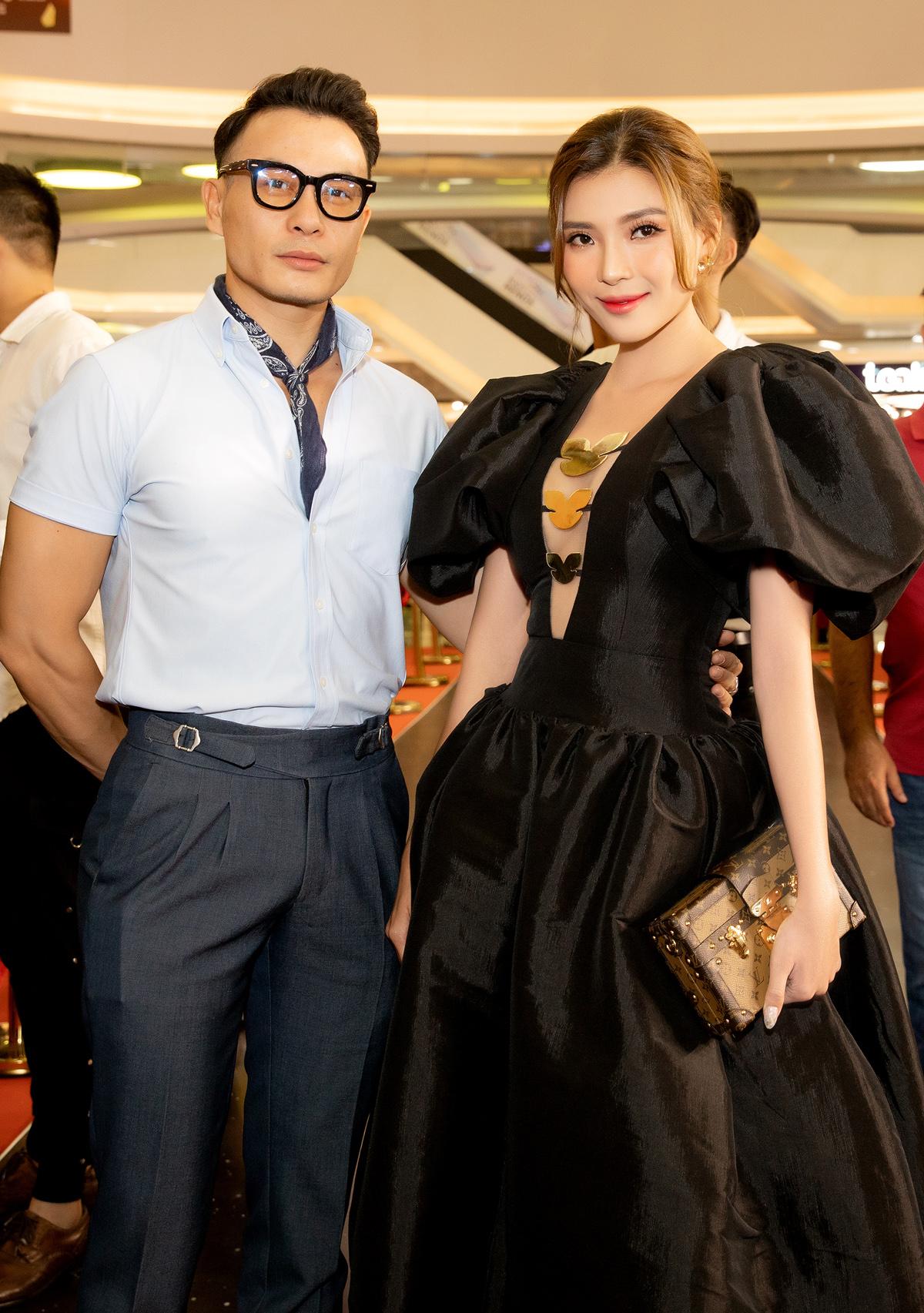 Nữ diễn viên vui vẻ khi hội ngộ Trương Thanh Long.