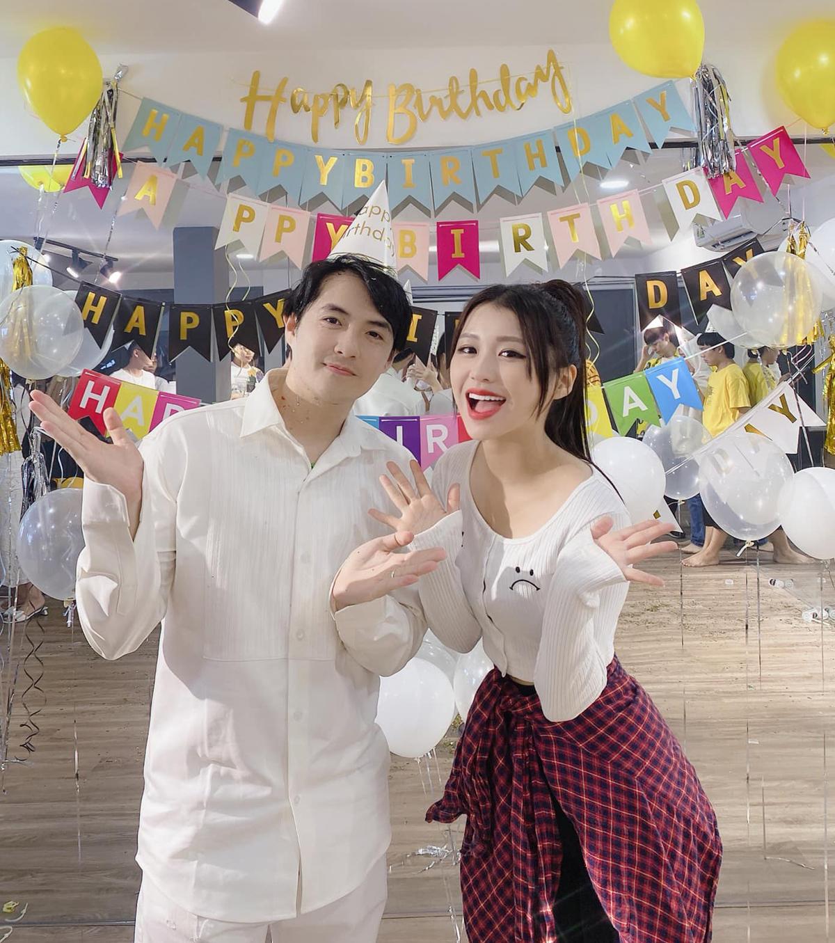 Han Sara mừng sinh nhật đàn anh Ông Cao Thắng.