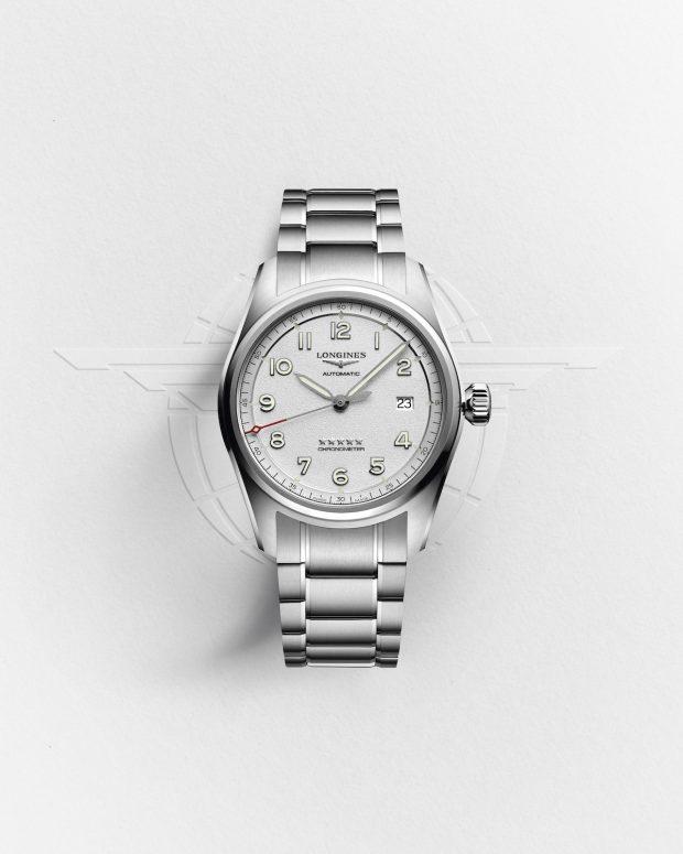 Các thiết kế trong bộ sưu tập này vừa đạt các tính năng cơ bản của đồng hồ truyền thống dành cho phi công, vừa có sự cải tiến mang tính ứng dụng cao. Núm crown có kích thước lớn, thuận tiện cho việc điều chỉnh khi đeo găng tay. Các số chỉ bằng phông Ả-rập cũng được dập nổi để dễ quan sát hơn.Đặc biệt, nhà chế tác đồng hồ 188 năm tuổi tiếp tục củng cố hai yếu tố cốt lõi làm nên giá trị của những chiếc đồng hồ Longines, chuẩn xác và bền bỉ, bằng bộ máy lên dây tự động độc quyền (L888.4 và L688.4) với chất liệu silicon. Các bộ máy Chronometer trữ năng lượng đến 60 - 64 giờ của đồng hồ Spirit đều đạt chứng nhận Viện thử nghiệm Chronometer chính thức của Thụy Sĩ (COSC).