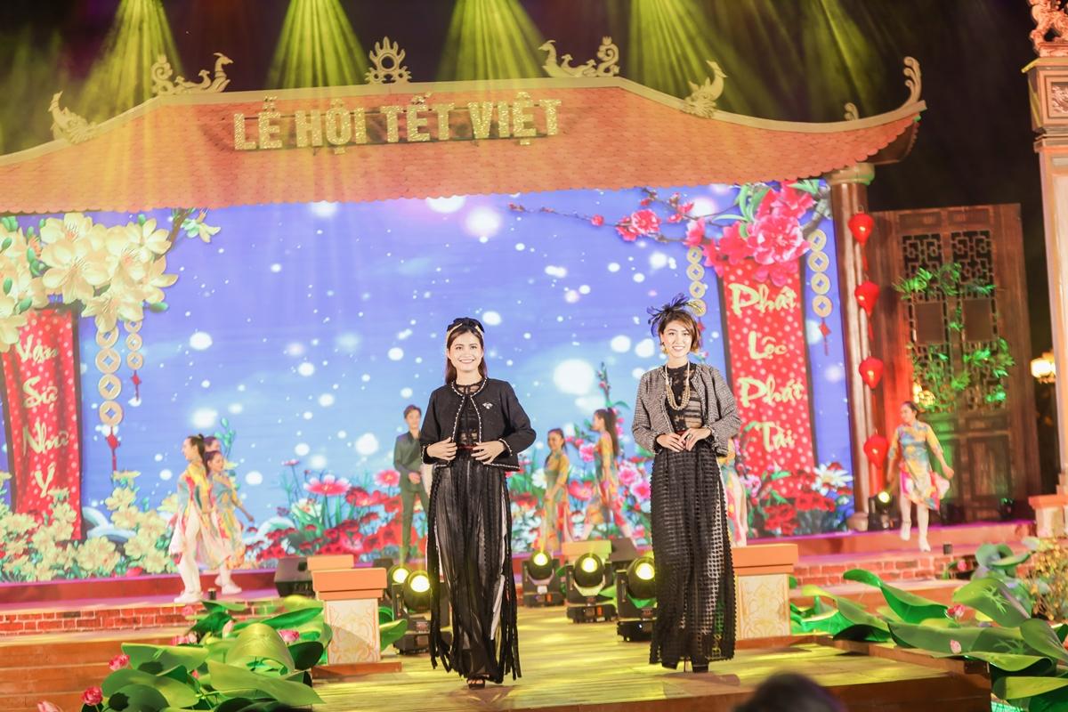 Buổi tối sẽ có các chương trình biểu diễn nghệ thuật  trên sân khấu chính theo chủ đề.