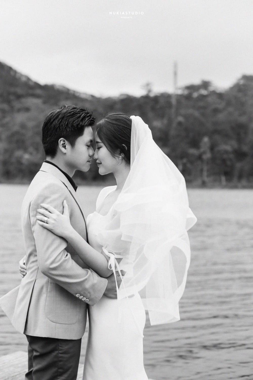 Những khoảnh khắc đẹp trong bộ ảnh cưới của cặp đôi.