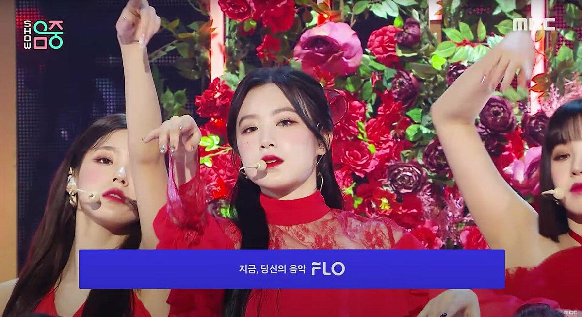 Shu Hua có làn da trắng, rất hợp với concept tóc đen - môi đỏ - váy đỏ.