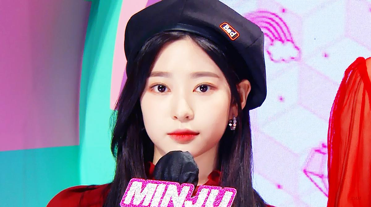 Min Joo khoe visual rạng ngời khi làm MC show âm nhạc.