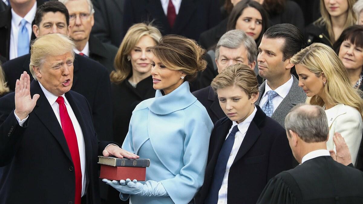Tổng thống Donald Trump tuyên thệ nhậm chức ngày 20/1/2017.