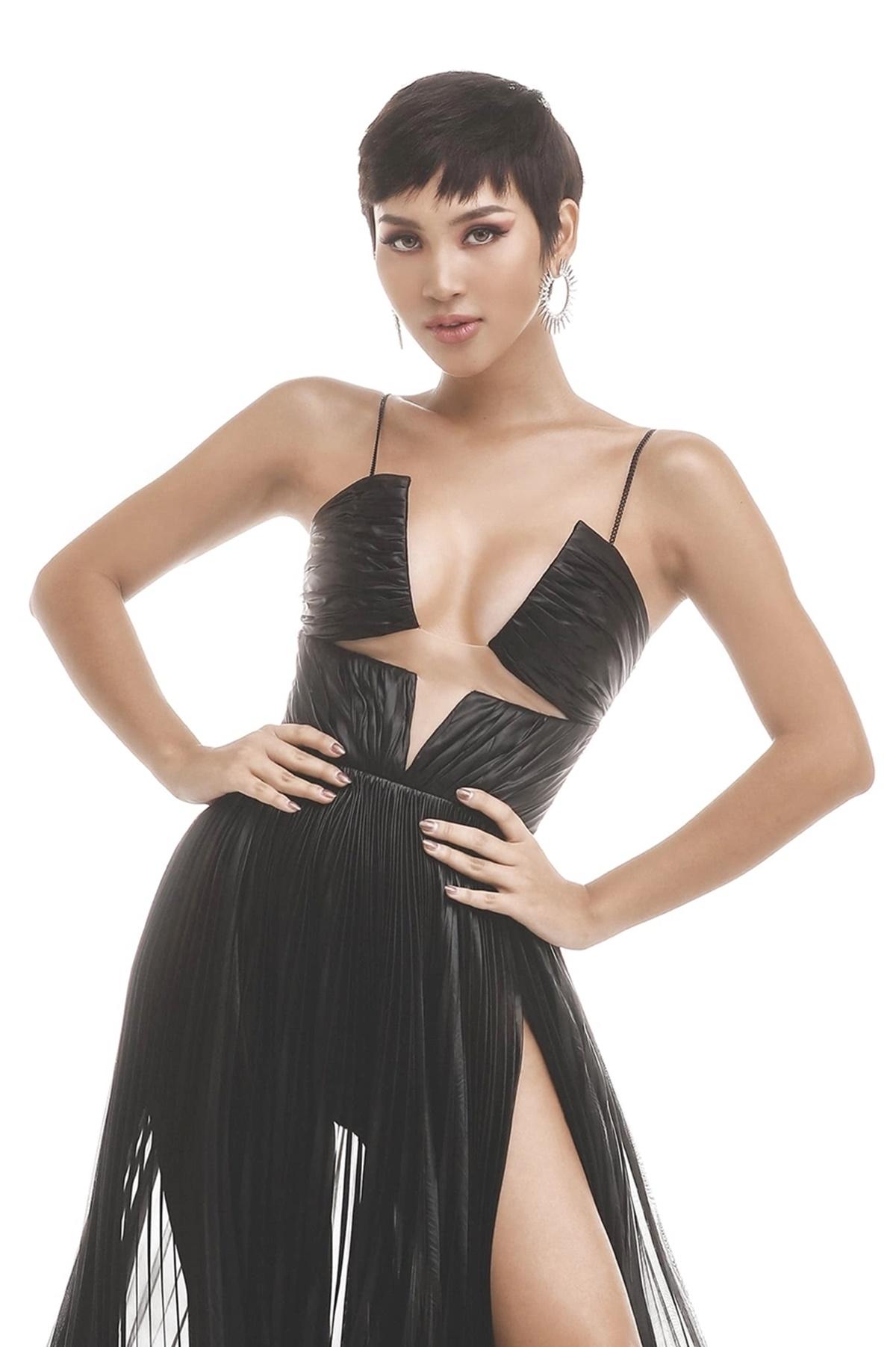 Cadie Huỳnh Anh từ đầu chương trình được ban giám khảo đánh giá nằm trong top thí sinh nổi trội nhờ lợi thế ngoại hình và tài năng. Cô sinh năm 1994, quê Đà Nẵng. Cadie cao 1,74 m, nặng 52 kg, số đo 84-60-90 cm.
