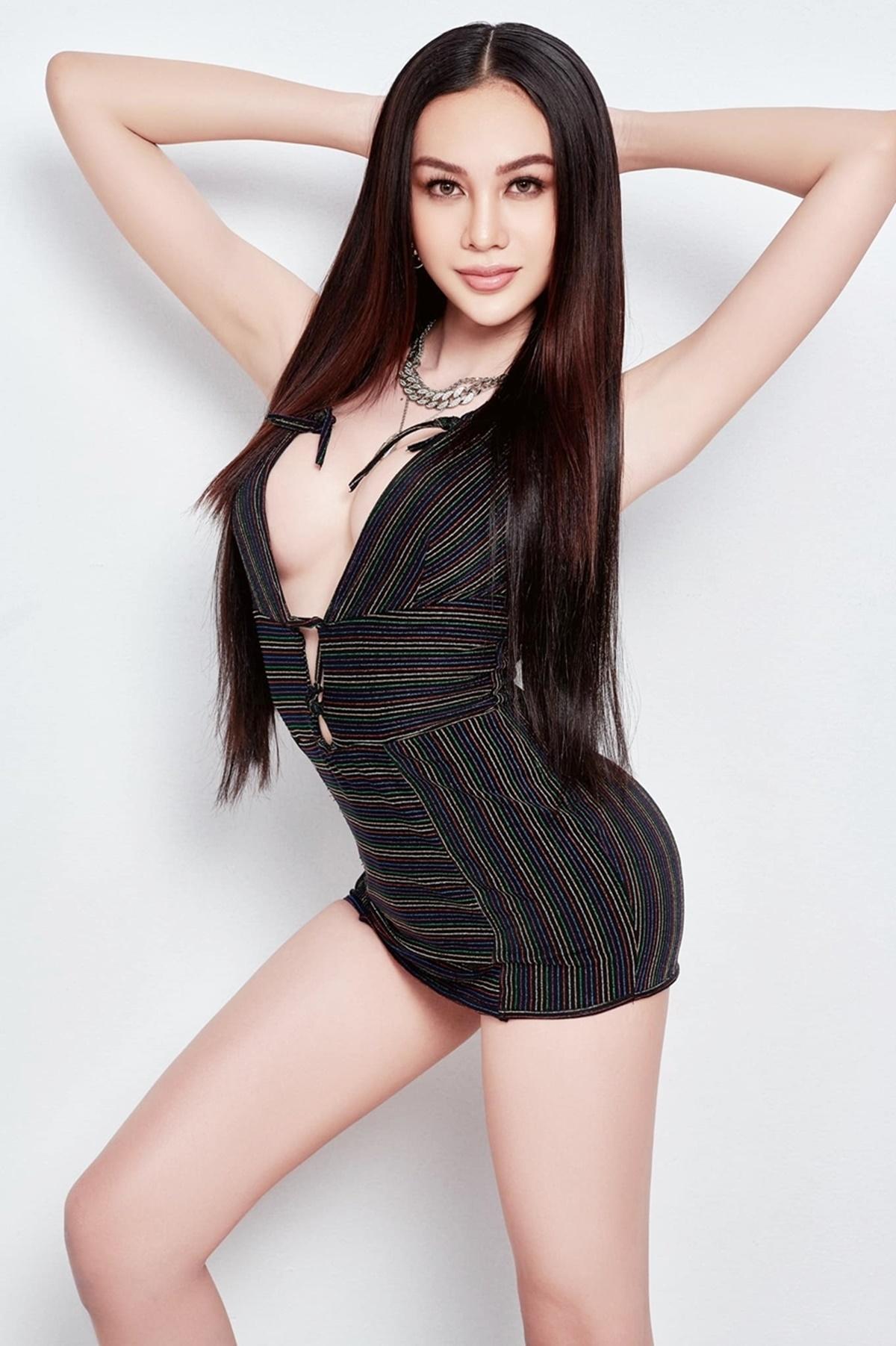 Lương Mỹ Kỳ tên thật là Lương Trung Kiên, sinh năm 1999 tại Tiền Giang. Cô từng gây chú ý khi tham gia nhiều gameshow nhưThách thức danh hài, Giọng ải giọng ai, Người bí ẩn... Năm 2019, cô sang Thái Lan chuyển giới để được sống đúng với giới tính thật. Kỹ năng catwalk chuyên nghiệp, thần thái tự tin, giao tiếp tiếng Anh và tiếng Thái ổn, Mỹ Kỳ được nhiều fan đặt cược trở thành quán quân, đại diện Việt Nam dự thi Miss International Queen 2021 tại Thái Lan. Mỹ Kỳ cao 1,72 m, nặng 53 kg, số đo ba vòng là 90-60-90 cm.