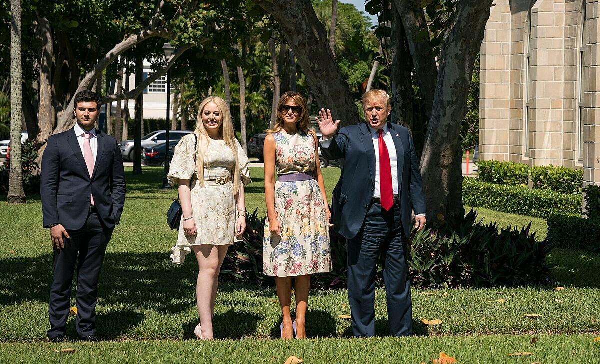 Michael Boulos, Tiffany Trump xuất hiện bên cạnh Tổng thống Trump và Đệ nhất Phu nhân Melania ở Palm Beach, Florida ngày 21/4/2019. Ảnh: New York Times.