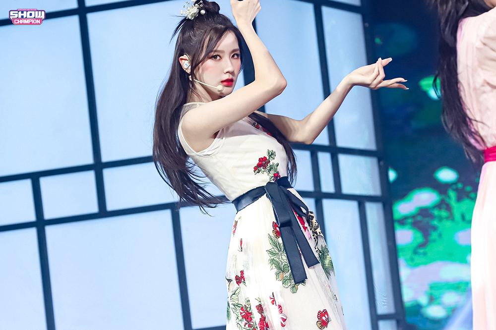 Mi Yeon gây bão với khoảnh khắc hất tốc đẹp như nữ thần cổ trang - 2