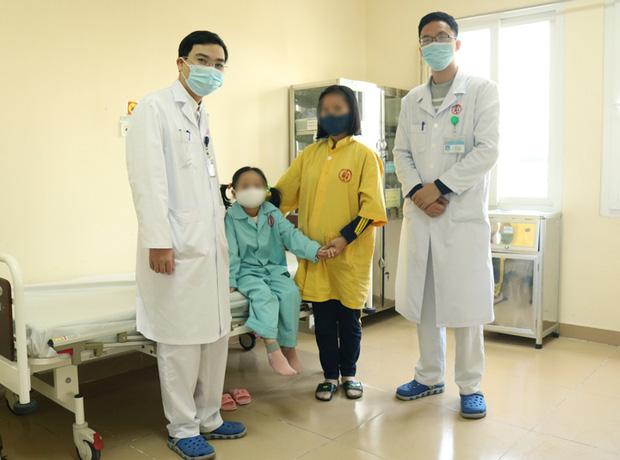 Bệnh nhi được xuất viện sau phẫu thuật. Ảnh: BVCC