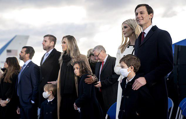 Các con cháu của Trump tập trung nghe ông phát biểu, nhưng không có mặt Barron. Ảnh: EPA.