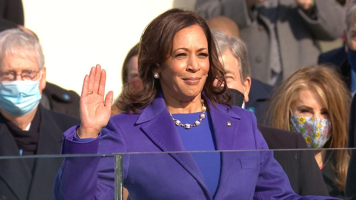 Kamala Harris tuyên thệ nhậm chức Phó tổng thống.