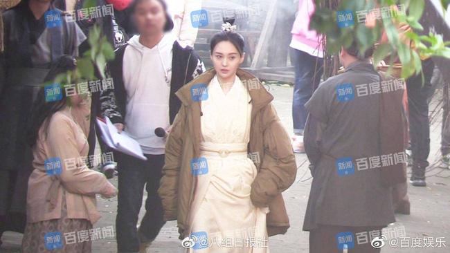 Trịnh Sảng trên phim trường Tân Thiện nữ u hồn.