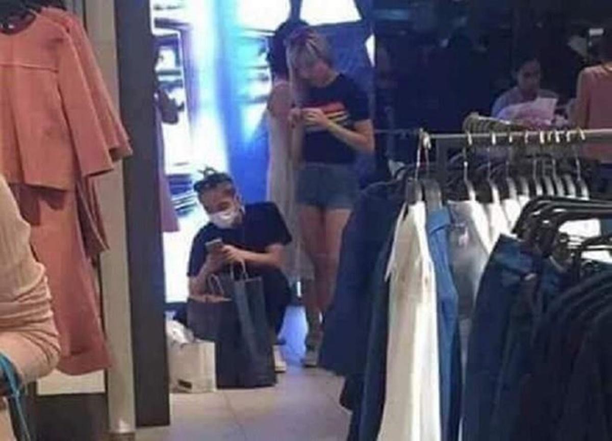 Tháng 4/2017, Thiều Bảo Trâm được nhìn thấy đi cạnh Sơn Tùng tại sân bay quốc tế Incheon, Hàn Quốc. Khán giả cho rằng cô sang Hàn để dự Seoul Fashion Week cùng bạn trai. Những năm qua, họ thường xuyên bị bắt gặp mặc đồ đôi, cùng mua sắm, xuất hiện bên nhau.