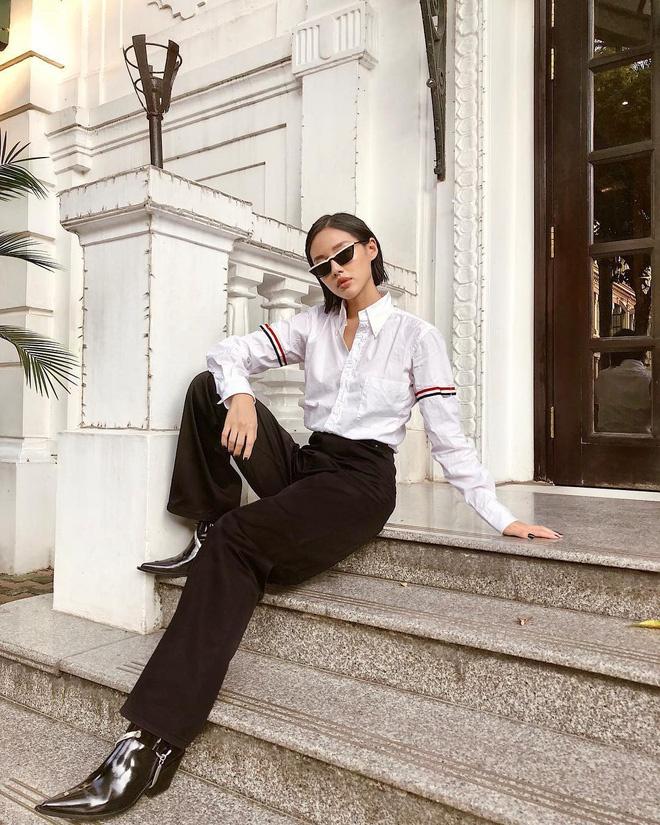 Khánh Linh chứng minh đẳng cấp của một fashionista bằng cách biến chiếc sơ mi tối giản trở nên rất sang chảnh.