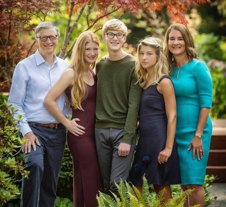 Gia đình nhà tỷ phú Bill Gates (từ trái sang),