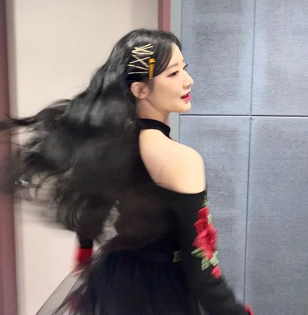 Shu Hua xoay tròn tạo khoảnh khắc lãng mạn như công chúa.