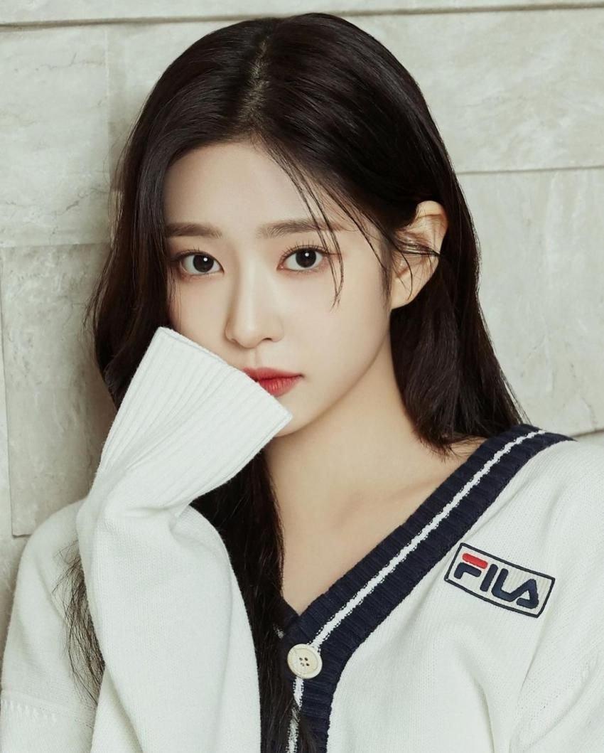 Min Joo (IZONE) bùng nổ visual, được gọi là idol nữ đẹp nhất Kpop - 1