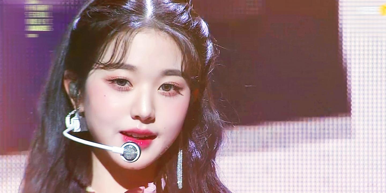 Nữ idol xinh đẹp mặn mà trong sân khấu của IZONE tại SMA 2021.