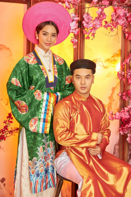 Ưng Hoàng Phúc và Kim Cương trong bộ ảnh đón xuân.