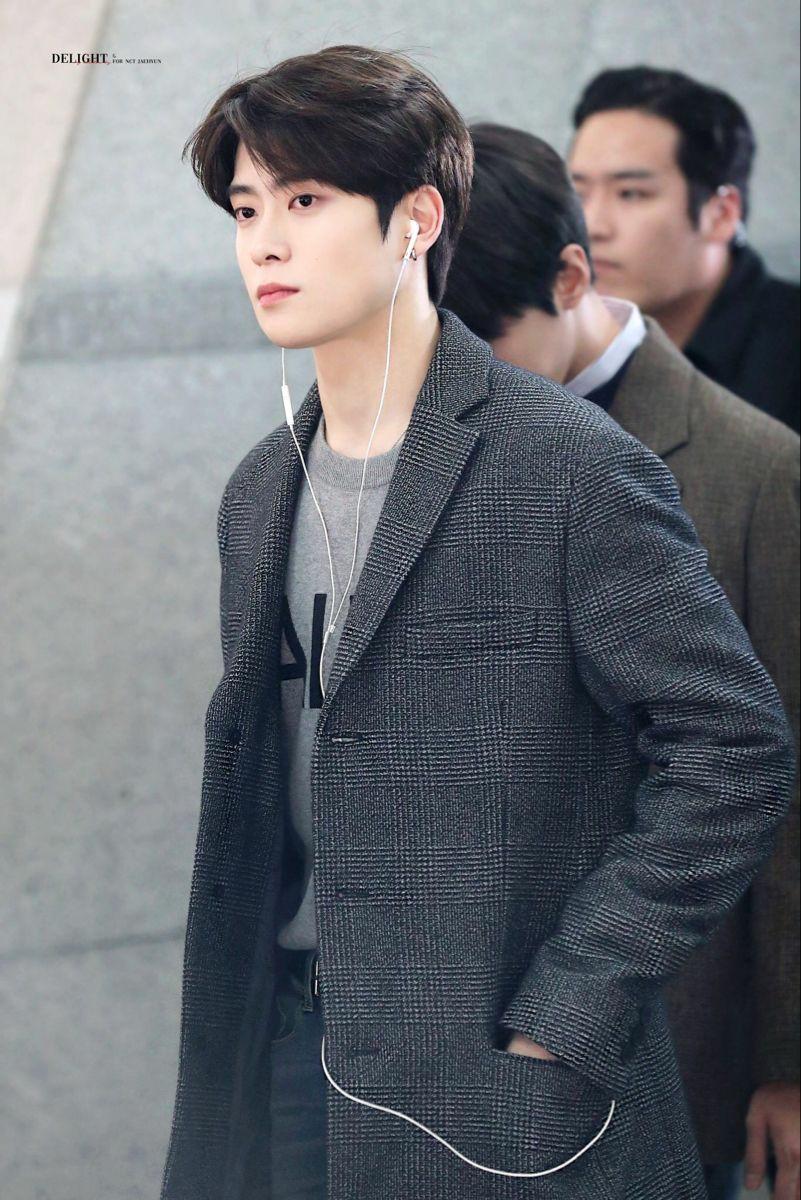 Jae Hyun là gương mặt đại diện cho visual của vũ trụ trai đẹp NCT. Anh chàng nổi tiếng với khí chất bạn trai ấm áp, ngọt ngào. Gương mặt, mái tóc đến mái lúm đồng tiền của Jae Hyun đều khiến fan nữ mê mẩn. Ngôi sao nhà Sm được ví như trái đào mềm mại, tươi mới khiến người đối diện không thể rời mắt.